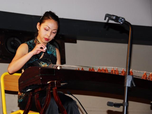 江南演奏古筝曲三首:《茉莉芬芳》《春涧流泉》《伊犁河畔》  会场一