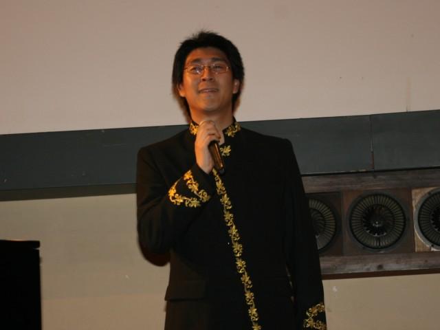 滕晓冀演唱:《牵挂》《橄榄树》,朱晓桐钢琴伴奏  工作人员之一:廖俊